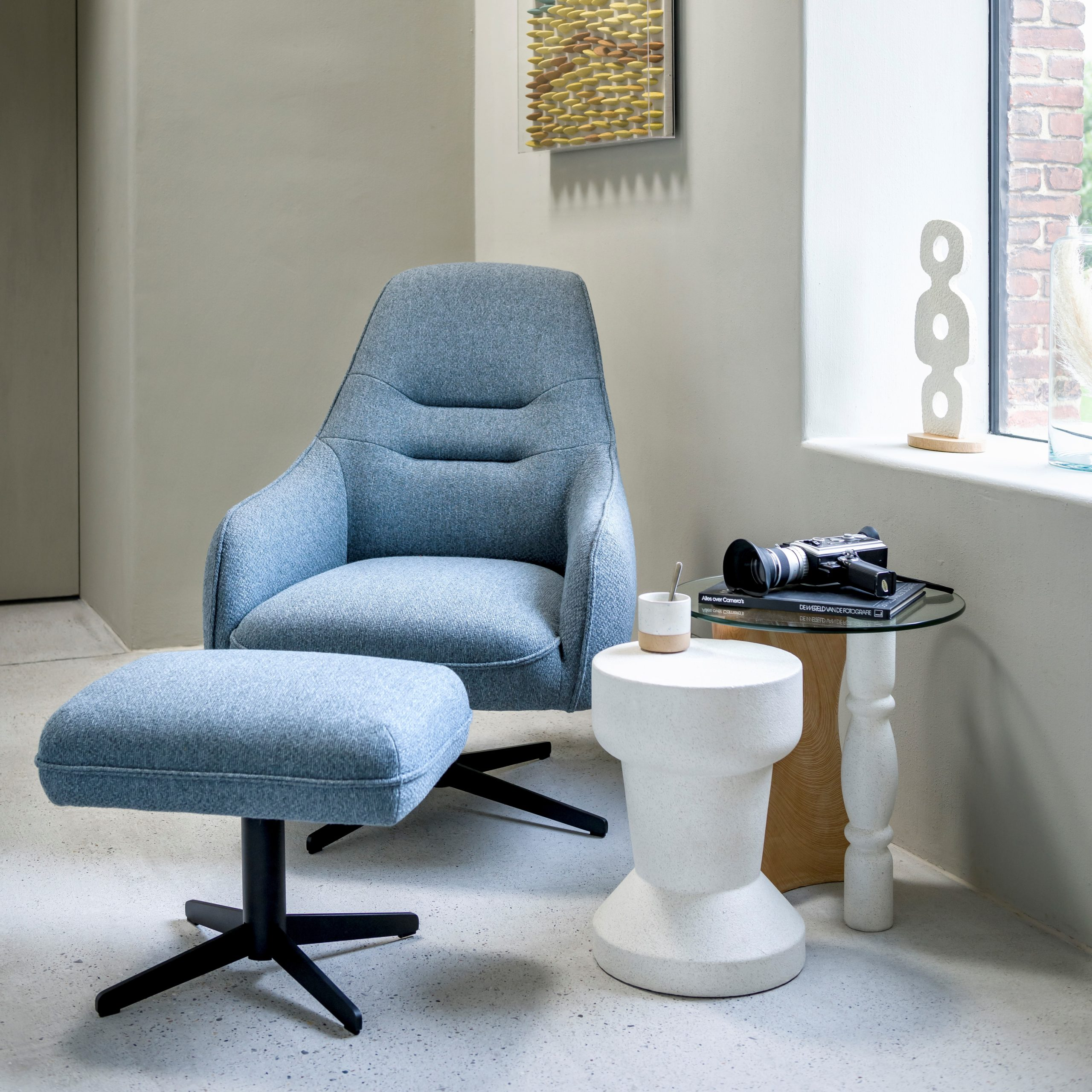 XOO_AMB_fauteuil_Oviedo_draaipoot_met_poef